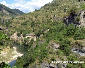 Archives#EnFranceAussi_Novembre2013_Au milieu coule une rivière