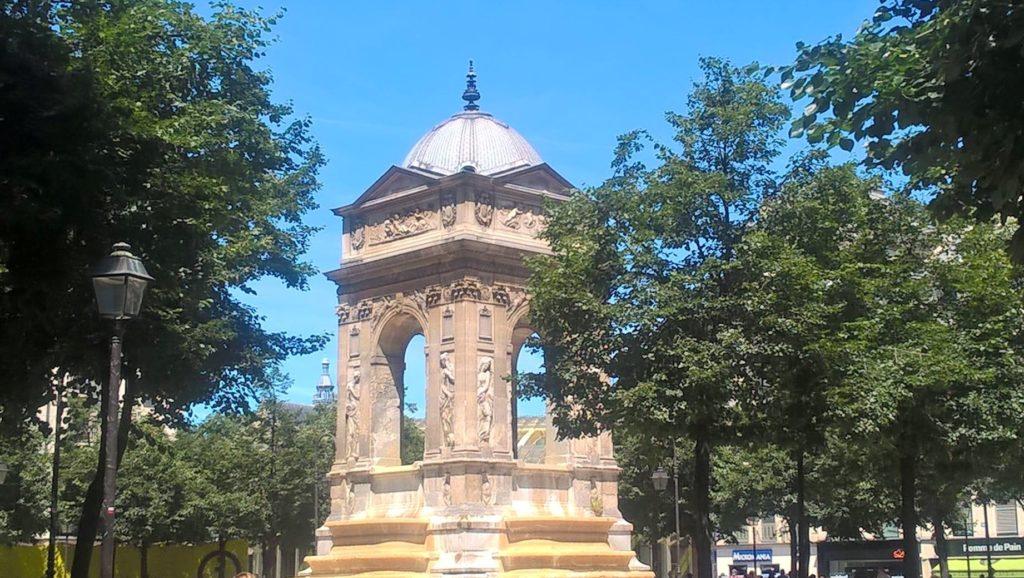 Fontaine des Innocents près de la rue de la Ferronnerie.