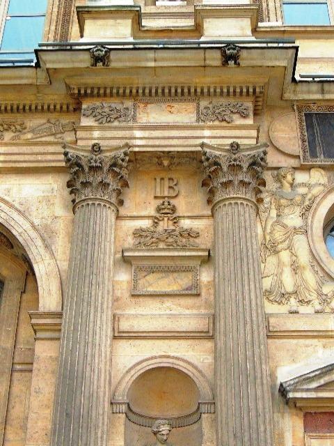 Louvre chiffres de Henri IV HB Henri de Bourbon