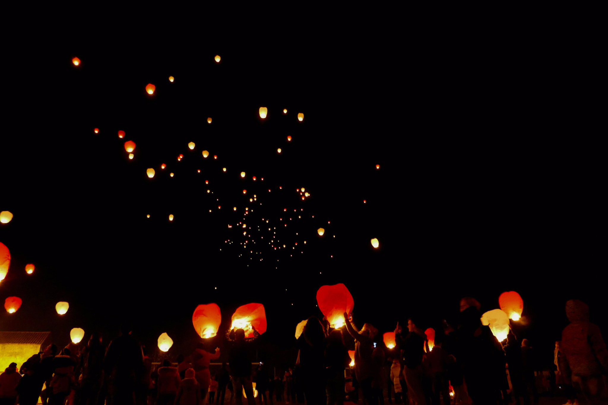 Lâché de lanternes Bessan