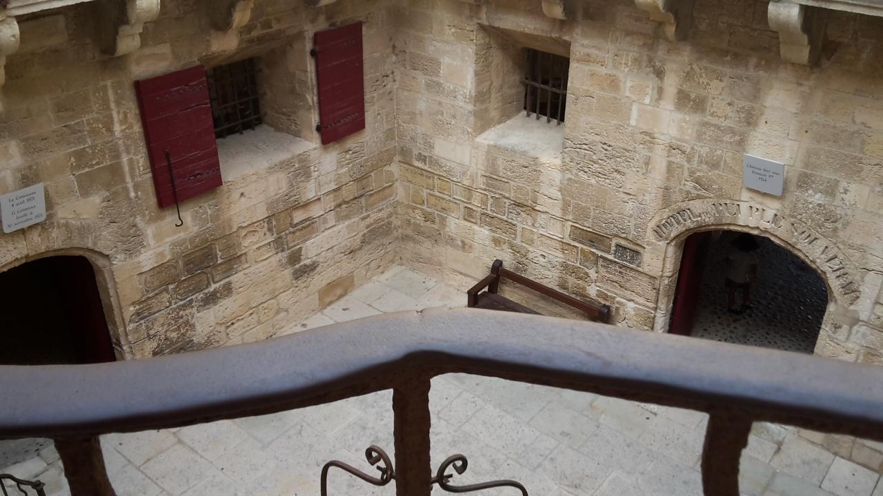 patio en pierre sur l'île d'If